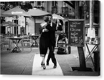 Tango In The Plaza Canvas Print