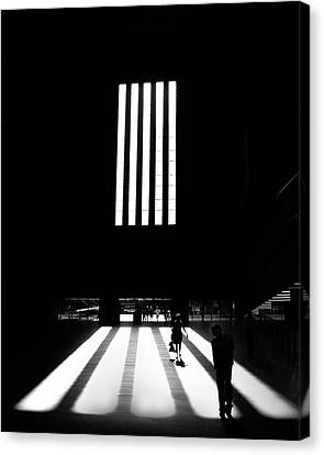 Canvas Print featuring the photograph Tate Modern by Art Shimamura