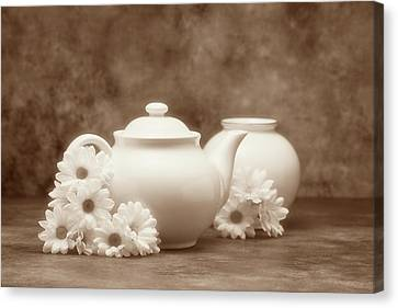 Teapot With Daisies I Canvas Print