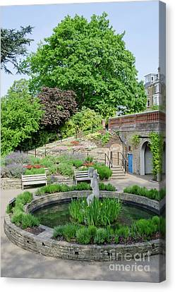 Terrace Gardens Richmond Hill Gardens With The Famous View From The Hill Canvas Print by Andy Smy