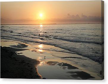 Texas Gulf Coast At Sunrise Canvas Print by Marilyn Hunt