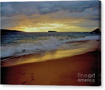 The Aura Of Molokini Canvas Print by Victor K
