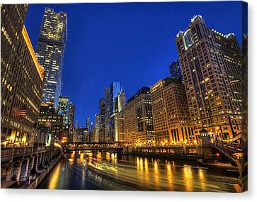 Canvas Print featuring the photograph The Busy River In Chicago by Shawn Everhart