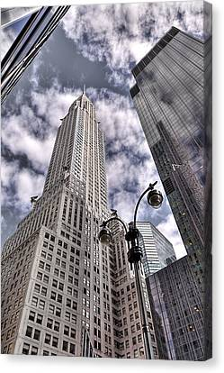 The Chrysler Building In Nyc Usa Canvas Print by Robert Ponzoni