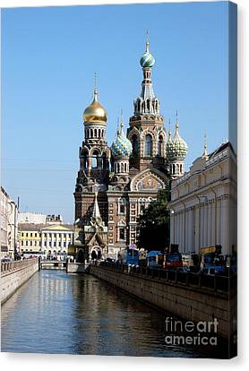 Canvas Print featuring the photograph The Church Of The Spilled Blood by Robert D McBain