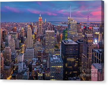 The City That Never Sleeps Canvas Print by Inge Johnsson