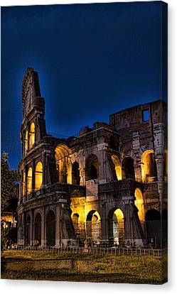 The Coleseum In Rome At Night Canvas Print by David Smith