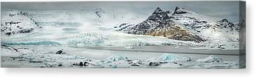 The Fjallajokull Glacier And Ice Lagoon. Canvas Print by Andy Astbury