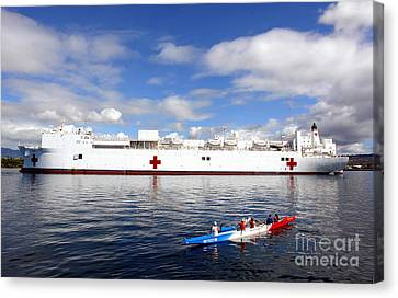 The Honolulu Pearl Canoe Club Escorts Canvas Print by Stocktrek Images