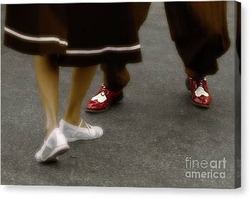 The Jitterbug  Canvas Print by Steven Digman