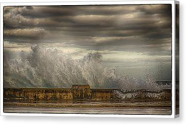 The Malecon Canvas Print by R Thomas Berner