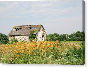 The Old Barn In Moorestown Canvas Print