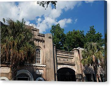 The Old Slave Market Museum In Charleston Canvas Print by Susanne Van Hulst