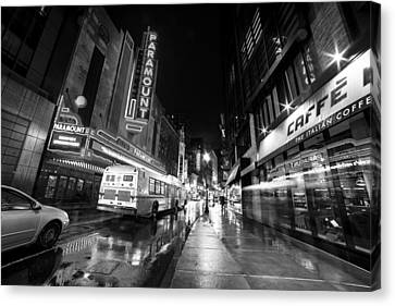 The Paramount On A Rainy Night Boston Ma Bus Black And White Canvas Print by Toby McGuire