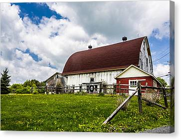 Canvas Print featuring the photograph The Red And White Barn by Paula Porterfield-Izzo