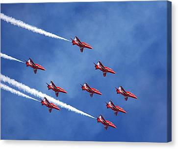 'the Red Arrows' Canvas Print by Mark Hinds