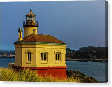 The Small Coquille River Lighthouse Canvas Print by Garry Gay