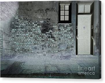 Canvas Print featuring the photograph The Wall by Douglas Stucky