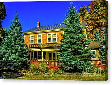 The Waybury Inn Canvas Print by Roberta Bragan