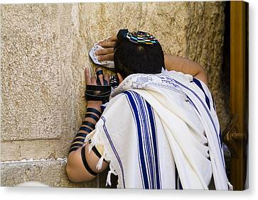 The Western Wall, Jewish Man Wearing Canvas Print by Richard Nowitz