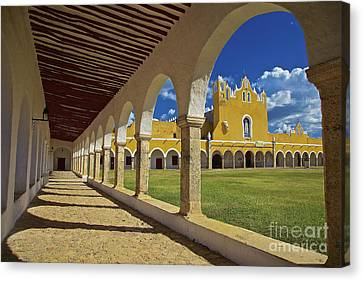 The Yellow City Of Izamal, Mexico Canvas Print by Sam Antonio Photography