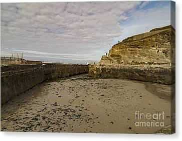 Canvas Print featuring the photograph Tide Out Portreath by Brian Roscorla