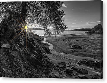 Tonquin Beach Sun Rays Canvas Print