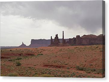 Totem Pole, Monument Valley Canvas Print by Gordon Beck