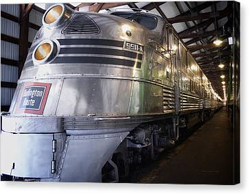 Trains Emd E5 Diesel Locomotive Canvas Print