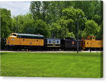 Trains Engine 411 Northwestern With Cabooses Canvas Print