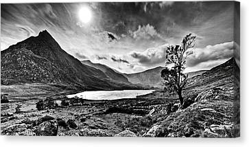 Tryfan And Llyn Ogwen Canvas Print