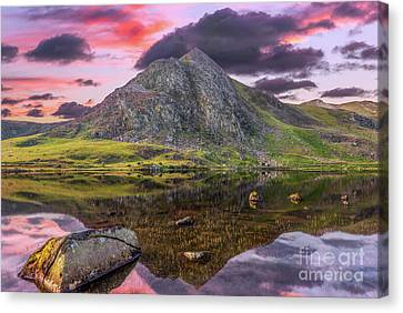 Canvas Print featuring the photograph Tryfan Mountain Sunset by Adrian Evans