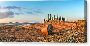 Tuscany Landscape With Farm House At Sunset, Val D'orcia, Italy Canvas Print by JR Photography