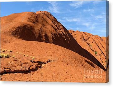 Canvas Print featuring the photograph Uluru 04 by Werner Padarin