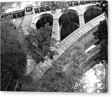 Canvas Print featuring the photograph Under The Henry Avenue Brudge by Bill Cannon
