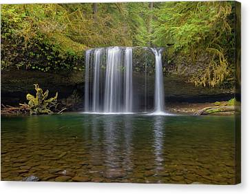 Upper Butte Creek Falls In Fall Season Canvas Print by David Gn