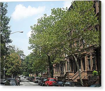 Canvas Print featuring the photograph Uptown Ny Street by Vannetta Ferguson