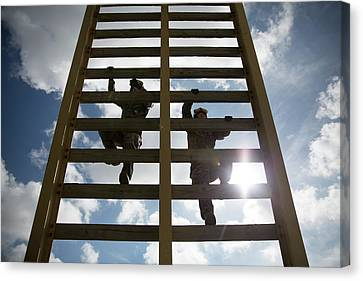 Us Marines Climb A 30 Foot Ladder During A Fast Rope Exercise Canvas Print by Paul Fearn