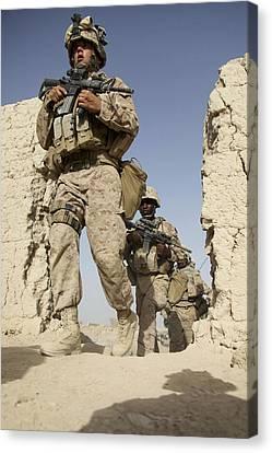 U.s. Marines Leaving Their Forward Canvas Print by Stocktrek Images