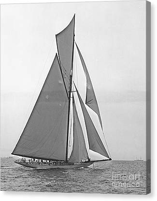 Valkyrie IIi At 2nd Mark Of 2nd Americas Cup Race 1895 Canvas Print