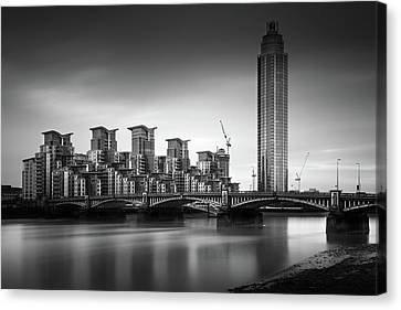 Vauxhall Bridge, London Canvas Print by Ivo Kerssemakers