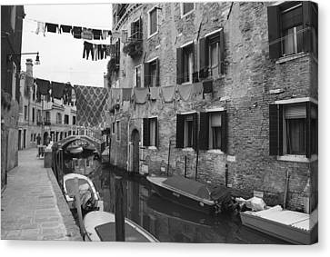 Scenes Of Italy Canvas Print - Venice by Frank Tschakert
