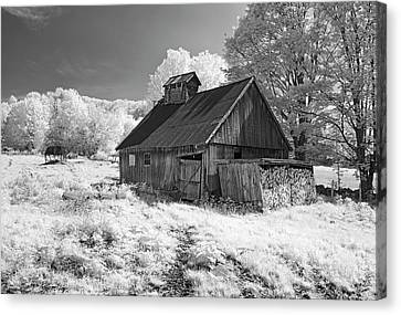 Vermont Sugar Shack In Infra Red Canvas Print