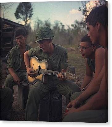 Tntar Canvas Print - Vietnam War. Us Army Infantrymen Gather by Everett