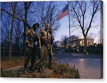 View Of The Vietnam Memorial Canvas Print by Richard Nowitz