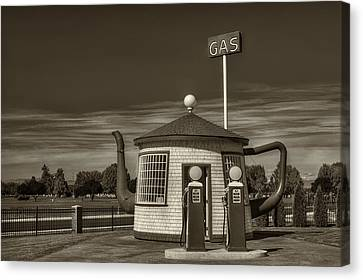 Vintage Gas Station - Zillah Teapot Dome  Canvas Print by Mark Kiver
