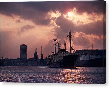 Vintage Shot Of The Guinness Boat Lady Canvas Print