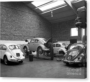 Volkswagen Workshop - Mill St Garage, Stourbridge    Ref-521 Canvas Print