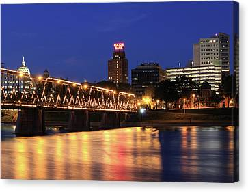 Walnut Street Bridge Canvas Print by Shelley Neff