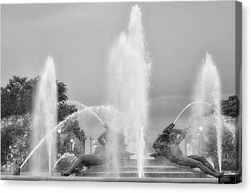 Water Spray - Swann Fountain - Philadelphia In Black And White Canvas Print by Bill Cannon